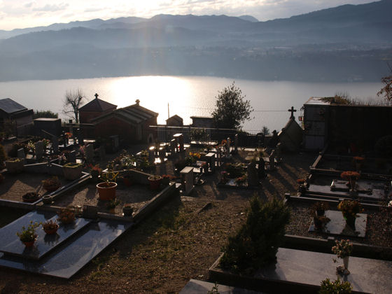 The cemetery at Sant'Antonio di Vacciago (the occupants have one of the best views of the lake) - December 2008