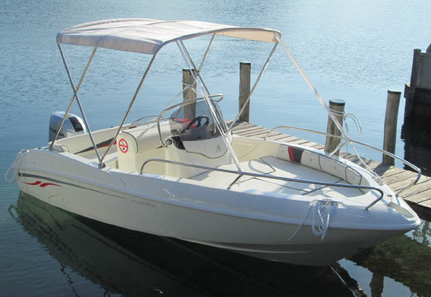 40hp motorboats can be hired from Pella marina