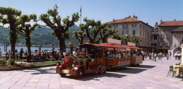 The little train that takes you on a great tour of Orta San Giulio